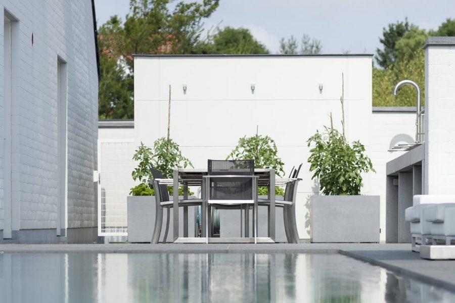 zwembad met poolhouse
