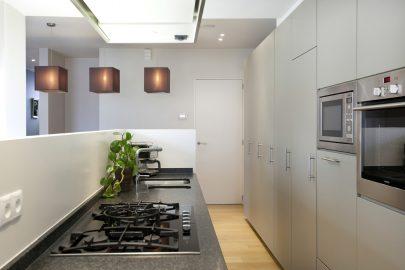 open keuken met toegang tot berging