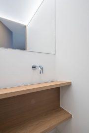 detail kraan en wastafel toilet